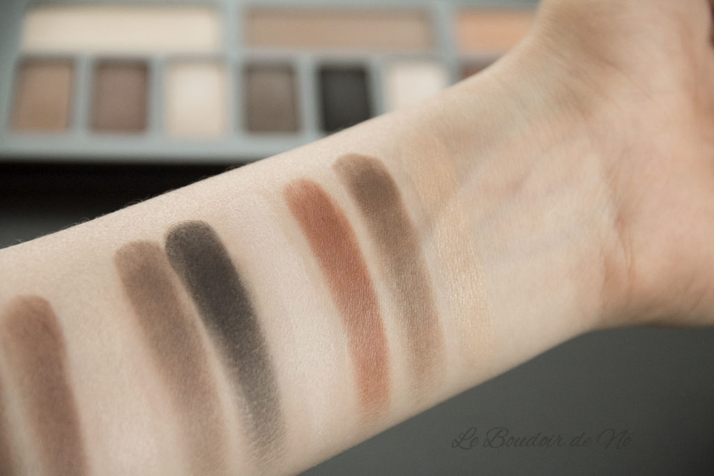 Kat Von D Shade and Light eye Succubus Swatch