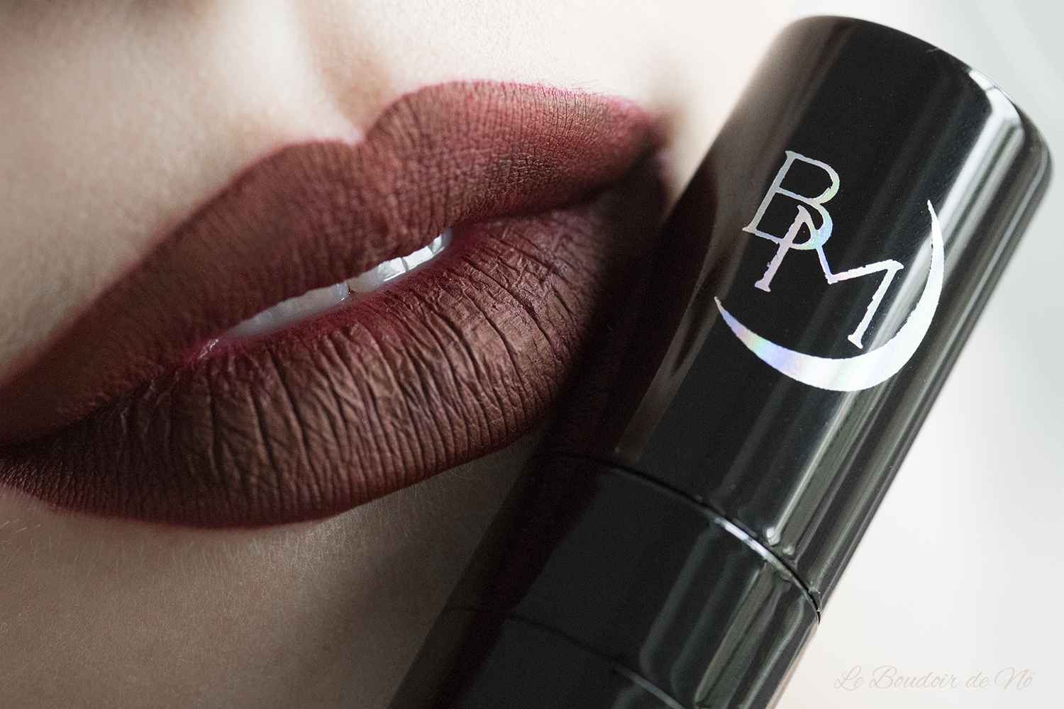Revue Black Moon Cosmetics Liquid to Mattes, avis, swatchs, lipswatch Deranged