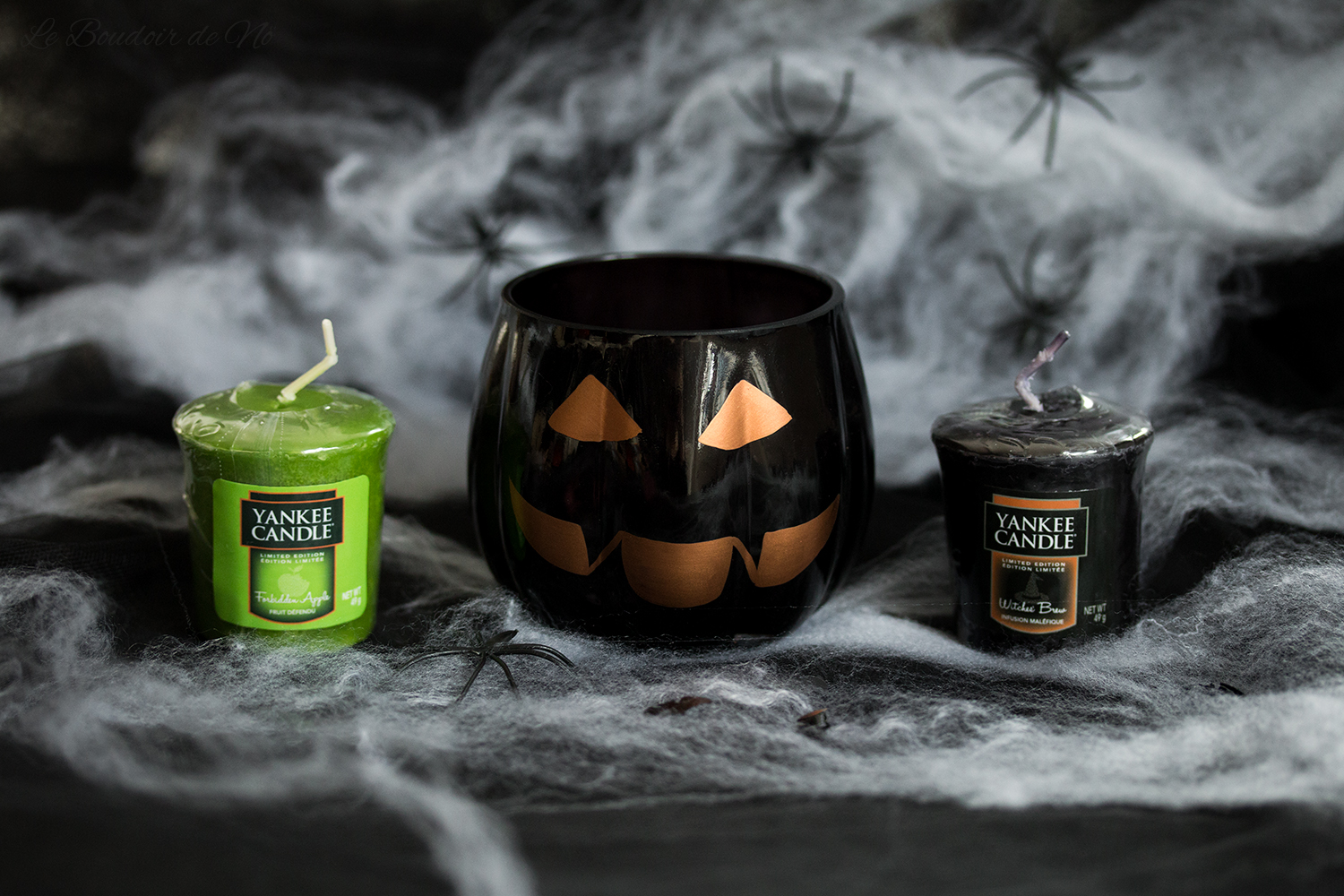 Photo de la collection Halloween Yankee Candle 2017, bougies Forbidden Apple et Witches Brew, revue, avis