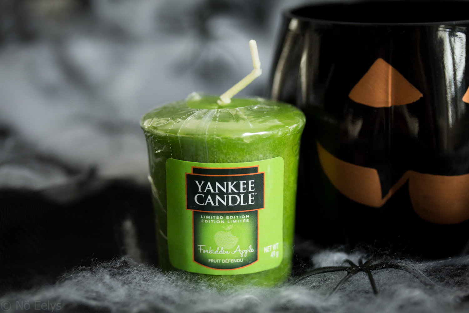 Photo de la bougie Forbidden Apple, collection Halloween Yankee Candle 2017, revue, avis