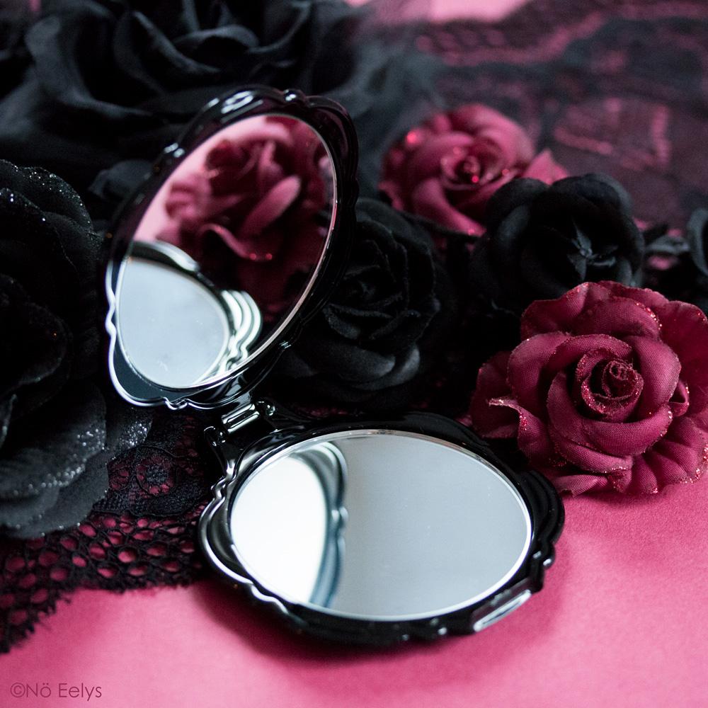 Miroir de poche Anna Sui photo par No Eelys, auteure du blog Le Boudoir de Nö