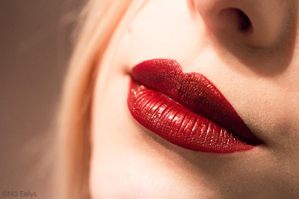 Swatch : Nahz Fur Atoo + Rocker Glimmer Veil de Kat Von D beauty