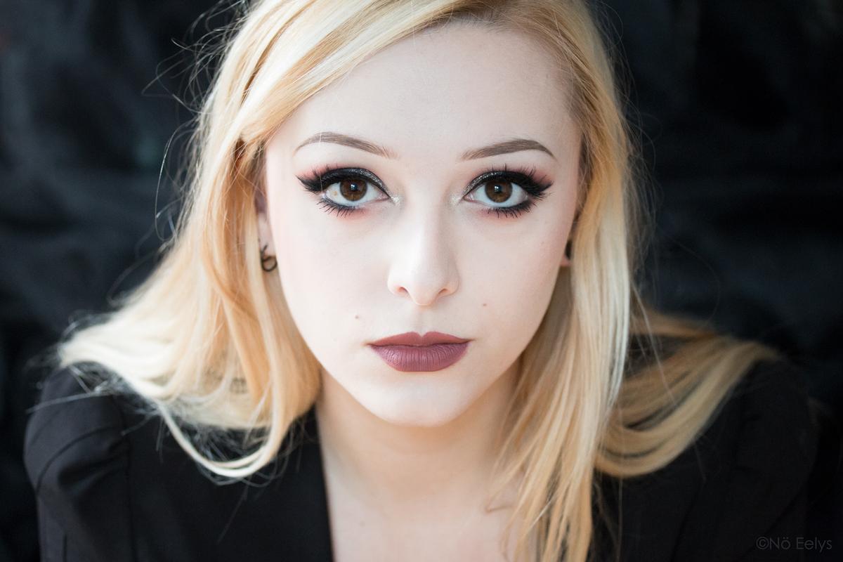 Revue Kat Von D Lolita Lipswatch, swatch du Everlasting Liquid Lipstick Lolita, Maquillage Lolita