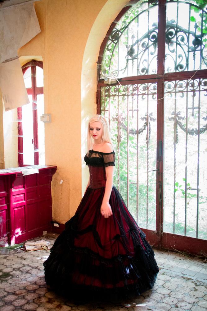 Backstage Nö Eelys, modèle et blogueuse alternative goth, blog beauté et mode alternative gothique. Jupe Artemia Sinister, crinoline et Gipsy top Burleska