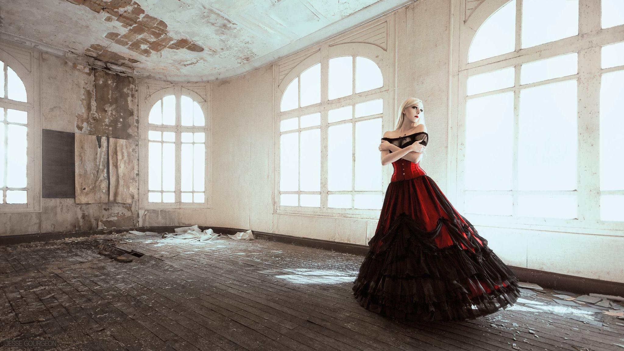 Nö Eelys par Jesse Gourgeon, modèle et blogueuse alternative goth, blog beauté et mode alternative gothique. Jupe Artemia Sinister, crinoline et Gipsy top Burleska