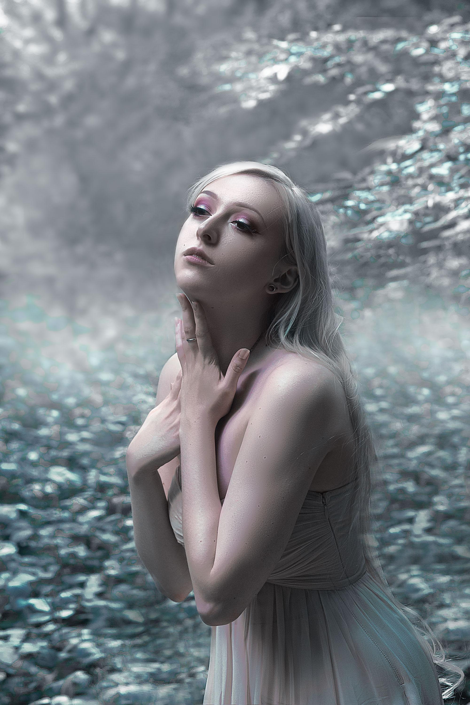 Nö Eelys par Audric Larose, blogueuse et modèle alternative gothique, beauté et mode goth