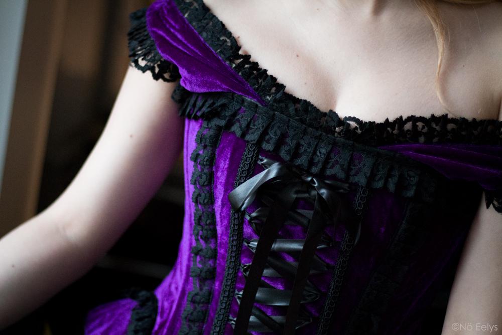 Corset gothique victorien en velours violet Vintage Corsets acheté sur Blue Raven