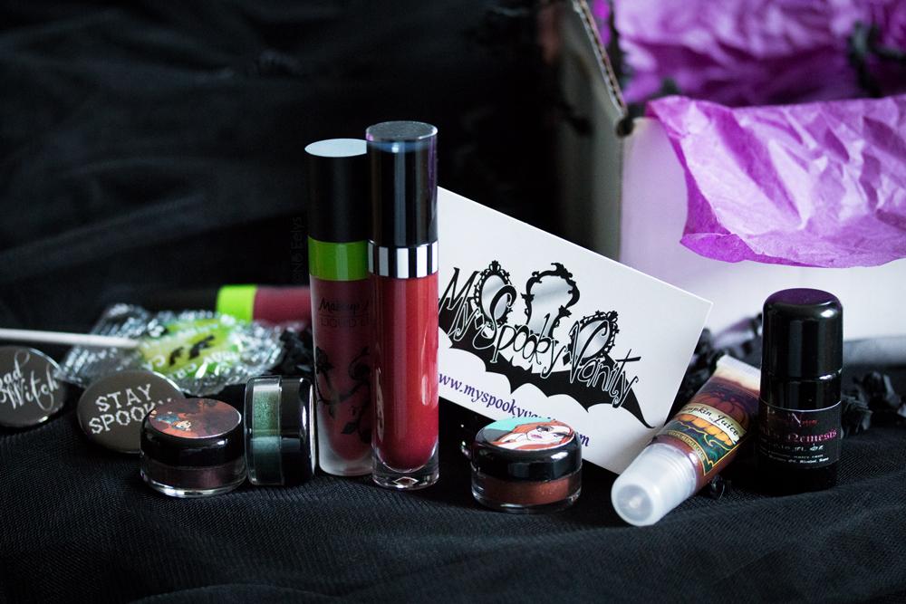 Mon avis sur la boutique My Spooky Vanity, boutique gothique en ligne de maquillage alternatif, makeup et accessoires gothiques, marques goths et alternatives comme Makeup Monsters, Pretty Zombie Cosmetics, Shiro Cosmetics et Parfums Noire