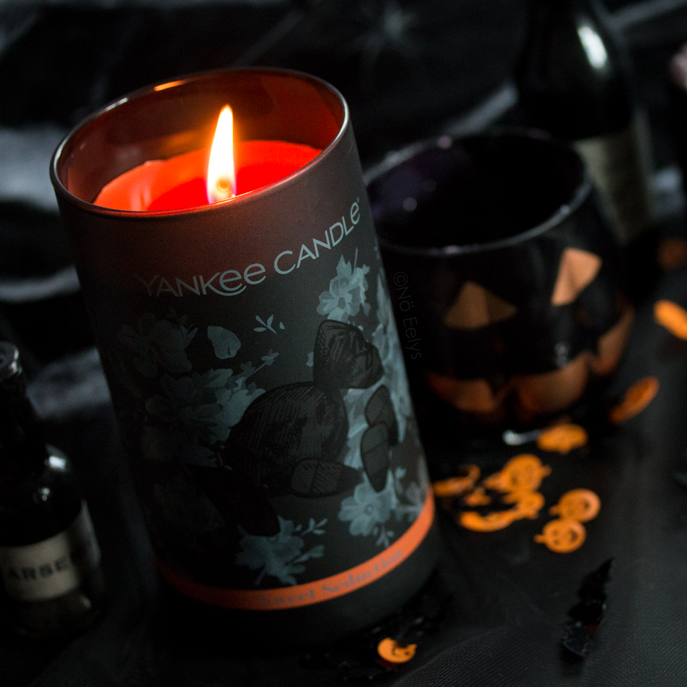 Zoom sur la bougie Halloween Yankee Candle Sweet Seduction