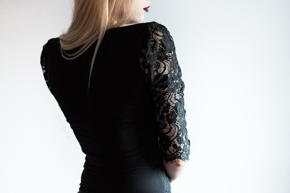 Haut en dentelle et plumetis Morgan de dos, inspiration mode gothique romantique / Corporate Goth