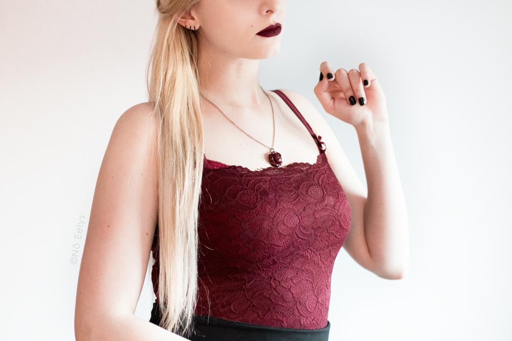 Débardeur rouge en dentelle Morgan, inspiration mode gothique romantique / Corporate Goth