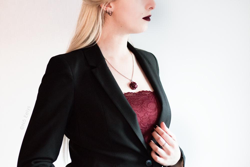 Débardeur rouge en dentelle Morgan avec blazer Carole, inspiration mode gothique romantique / Corporate Goth