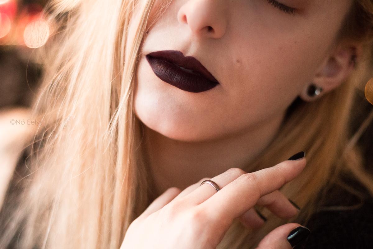Lip swatch du rouge à lèvres Oblivion Baby Bat Beauty - Le Boudoir de Nö / Nö Eelys