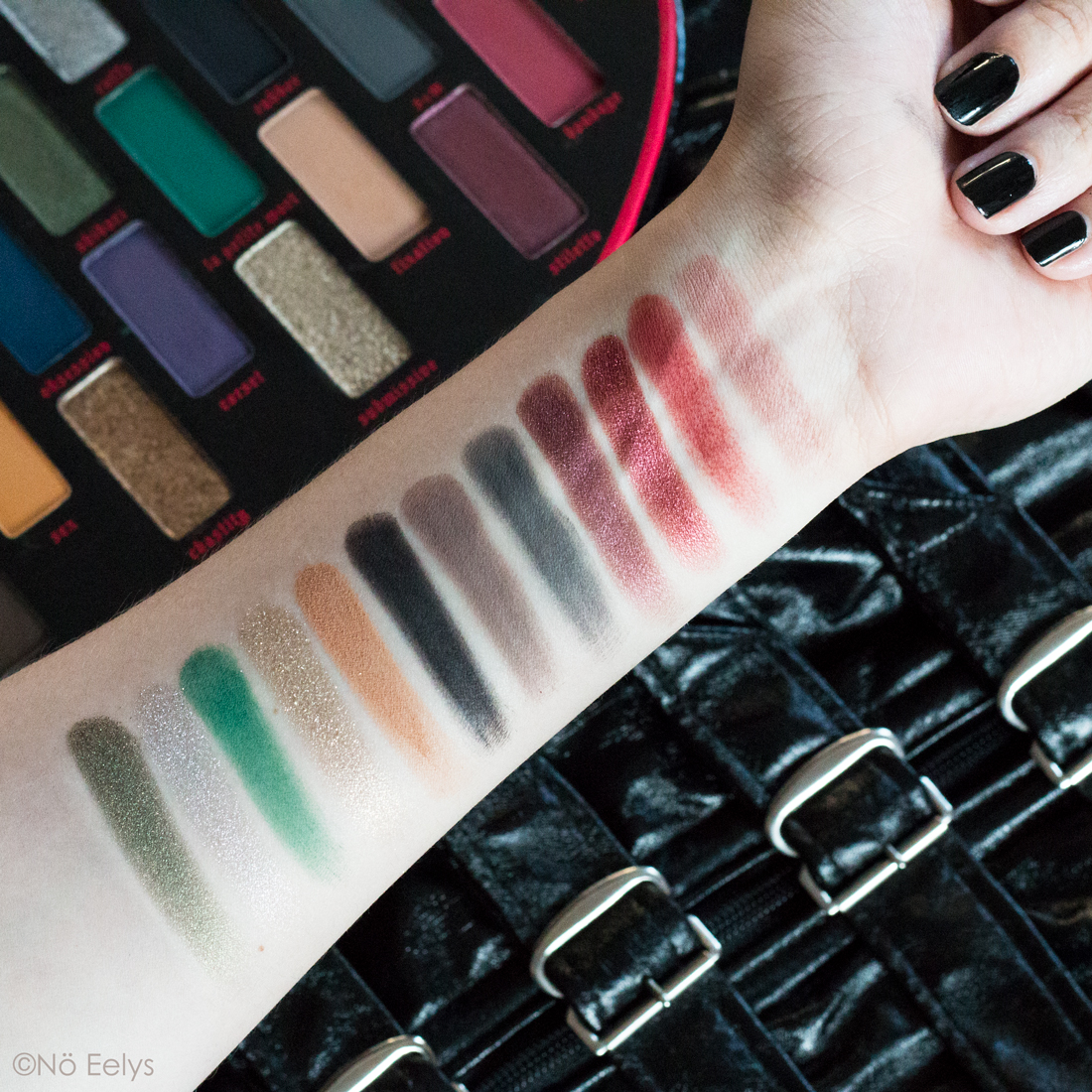 Swatchs de la nouvelle palette Fetish Kat Von D beauty : Shibari, Cuffs, La petite mort, Submissive, Rubber, Fixation, Knotty, s&m, stiletto, dominatrix, bondage, safe word