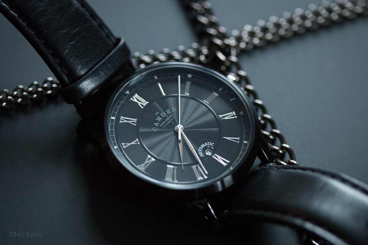 La montre suisse noire automatique No 29 Black and Black Automatic The Camden Watch Company