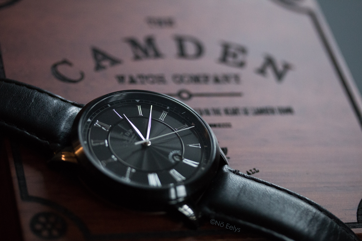 La montre numéro 29 Black and Black Automatic The Camden Watch Company (montre suisse noire automatique)