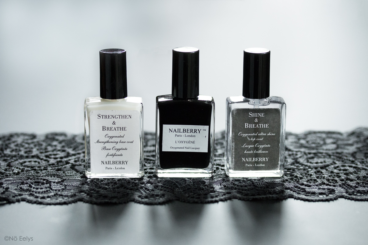 Le trio de vernis Nailberry, vernis naturel vegan et cruelty-free : Black Berry, vernis noir, base Strengthen and Breathe, top coat Shine and Breathe
