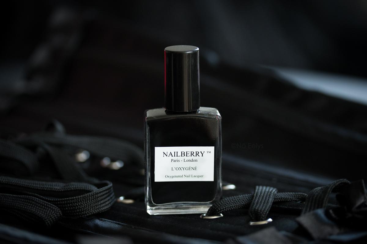 Le vernis noir naturel vegan et cruelty-free, Black Berry de Nailberry - Revue par Le Boudoir de Nö