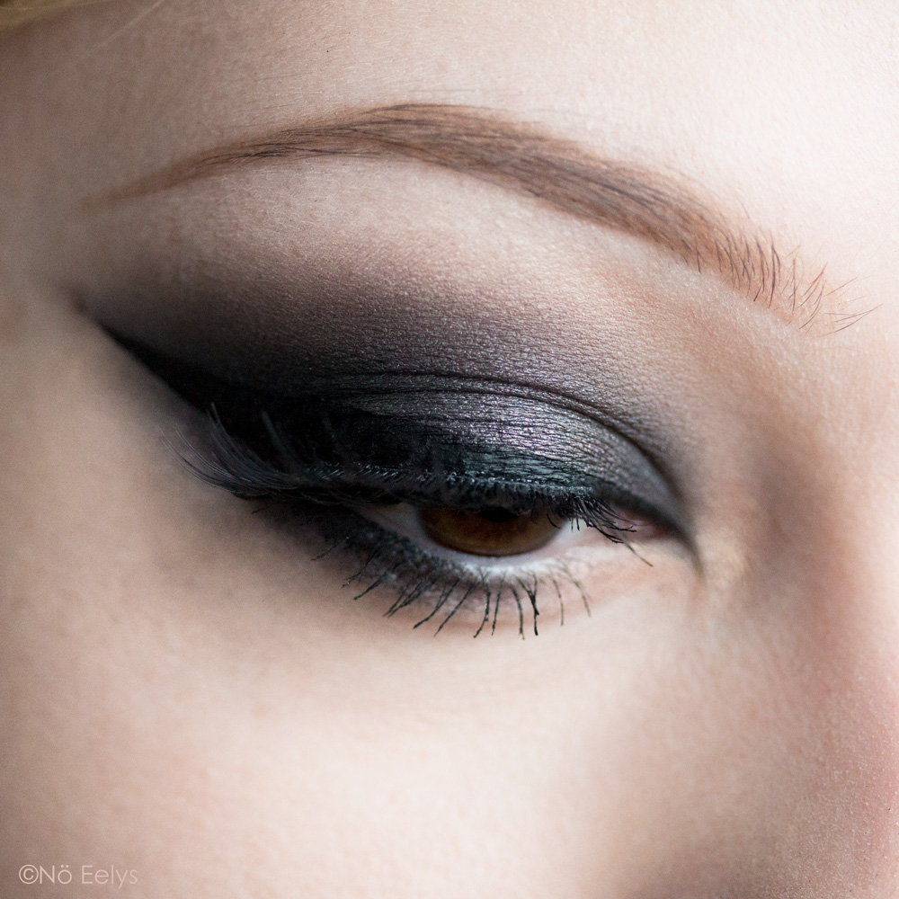 Urban Decay Born to Run maquillage smokey eye gris anthracite avec le fard Drift