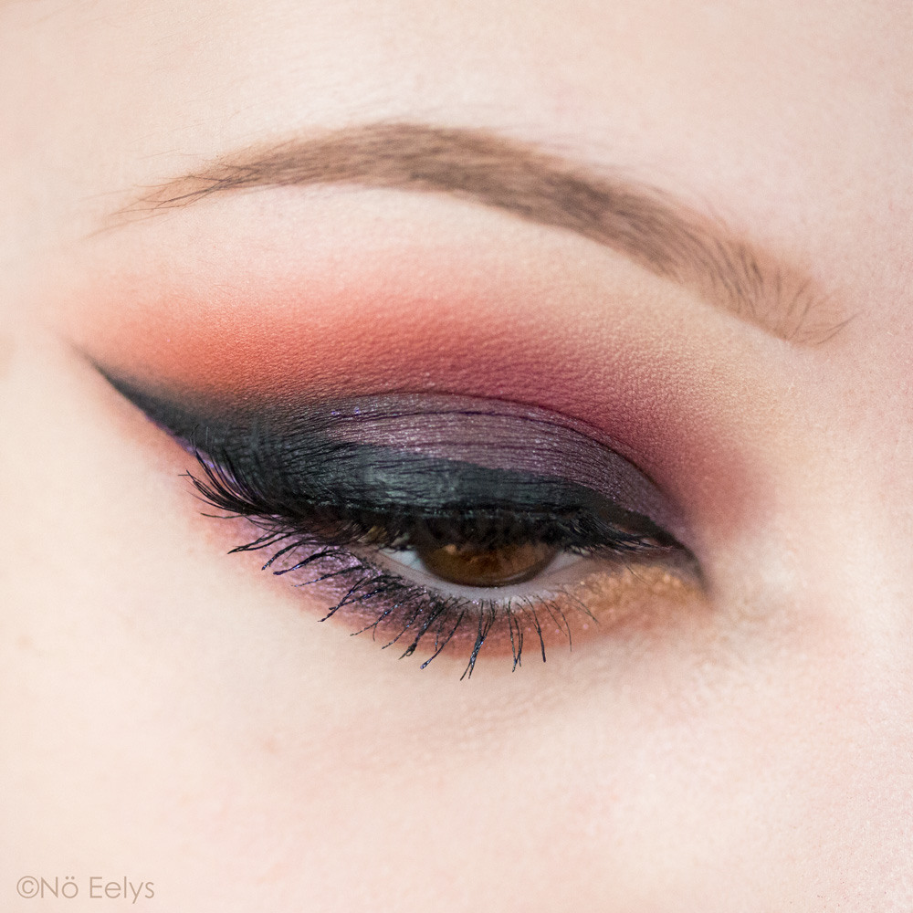 Urban Decay Born to Run maquillage smokey eye rose, orange et violet avec les fards Baja, Hell Ride et Guilt Trip