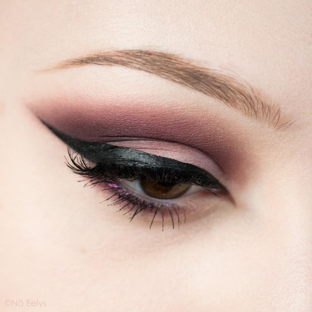 Kat Von D beauty Lolita palette maquillage smokey eye violet, avec les fards Promesa, Recuerdos, Hermosura, Eterno et Corazon