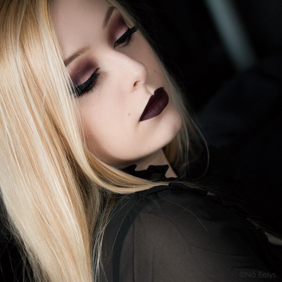 Kat Von D beauty Lolita palette maquillage smokey eye violet, avec les fards Promesa, Recuerdos, Hermosura, Eterno et Corazon + le rouge à lèvres Oblivion Baby Bat Beauty