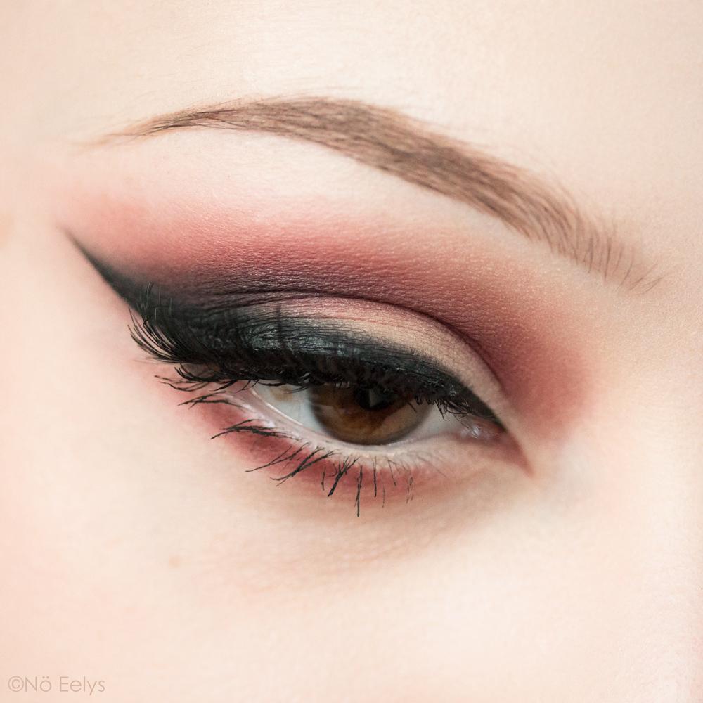 Kat Von D beauty Lolita palette idée de maquillage maquillage smokey eye vieux rose violet, avec les fards Con Amor, Lolita, Eterno et Corazon