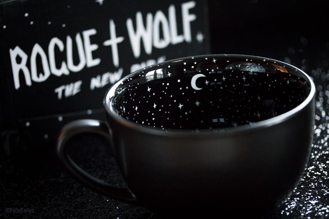 Midnight Mug Rogue + Wolfe mug gothique noir avec lunes et étoiles