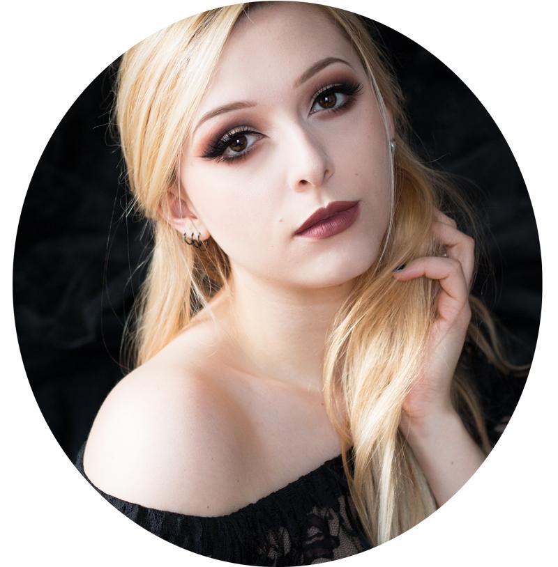 No Eelys (autoportrait), rédactrice du blog beauté et mode gothique Le Boudoir de Nö