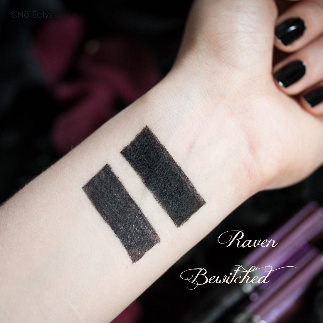 Swatches Baby Bat Beauty : swatch de Raven & Bewitched, deux rouges à lèvres noirs liquides