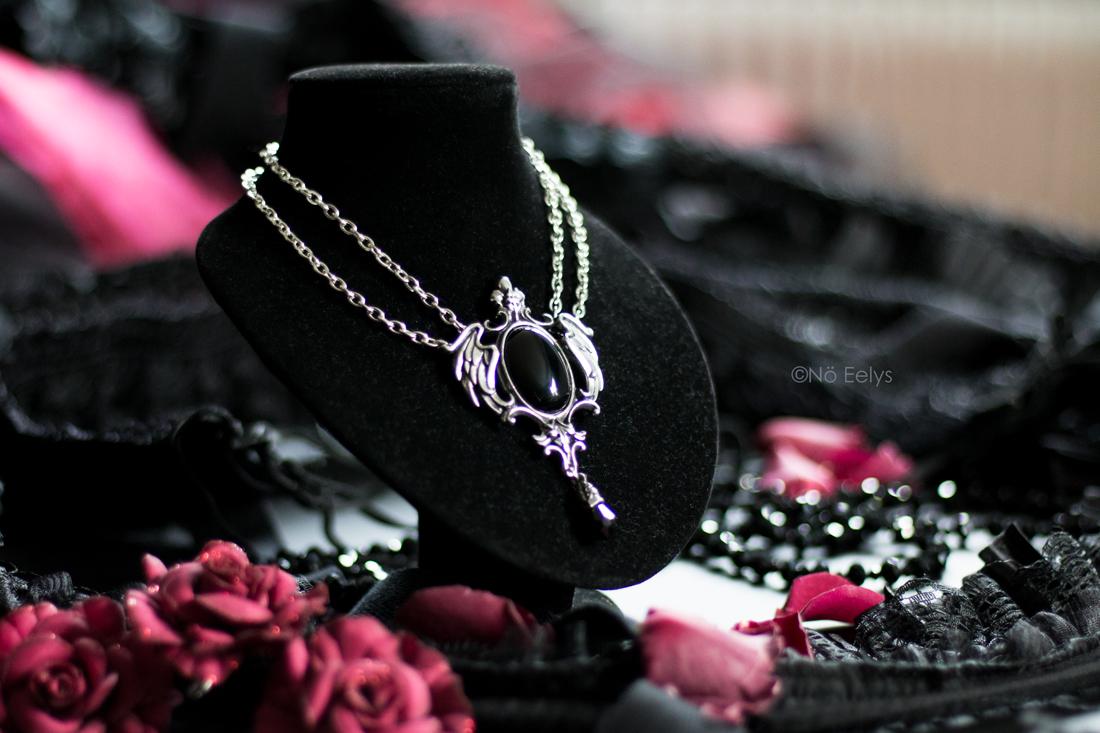 Le collier Seraph of Darkness, collier gothique de la marque Alchemy Gothic (Alchemy England), acheté sur Blue Raven, mon Avis