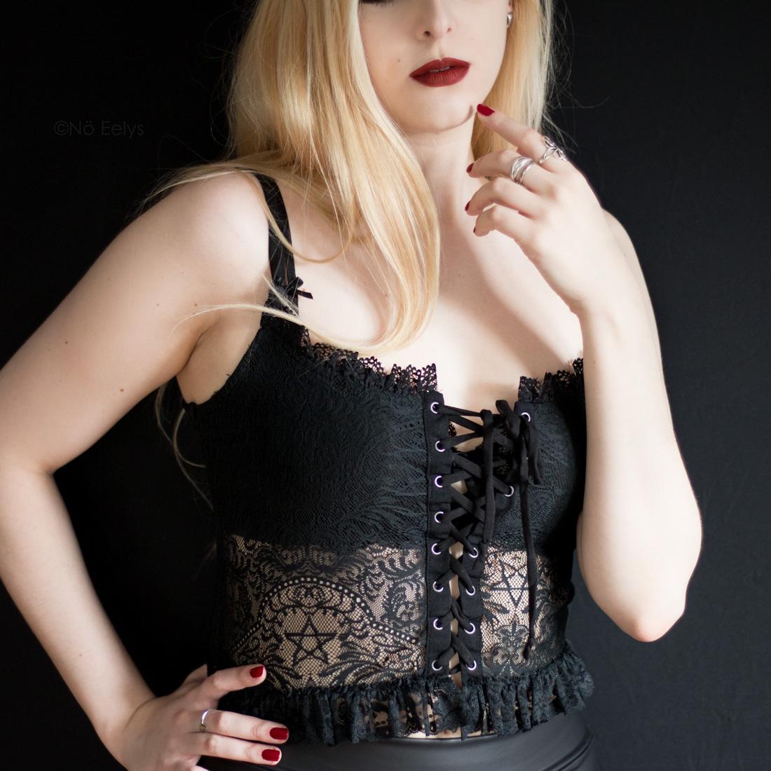 Killstar Sabina Lace Top haut gothique dentelle lacets Avis Le Boudoir de No Eelys blog gothique