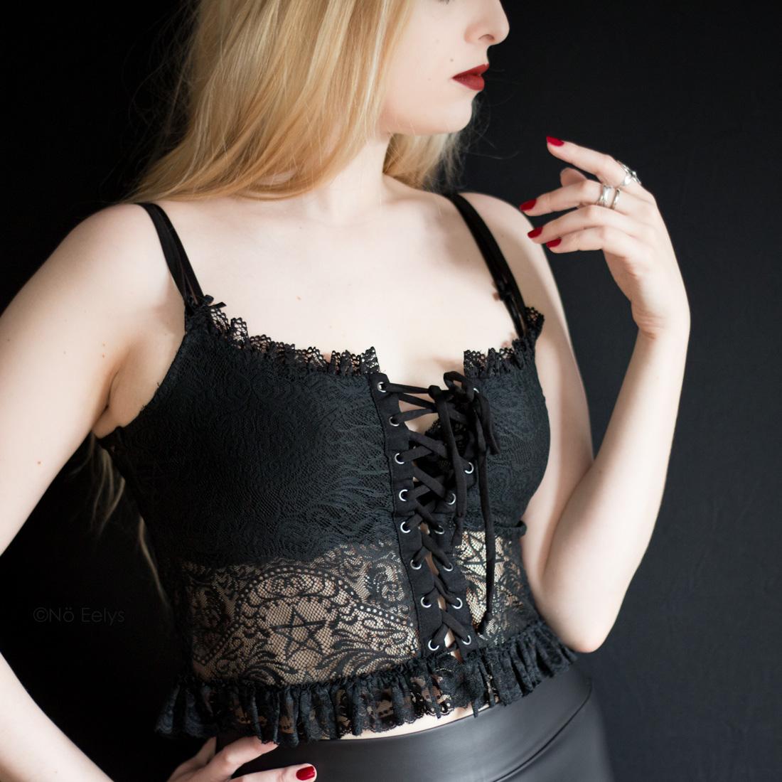 Killstar Sabina Lace Top petit haut gothique été dentelle lacets Avis Le Boudoir de No Eelys blog gothique