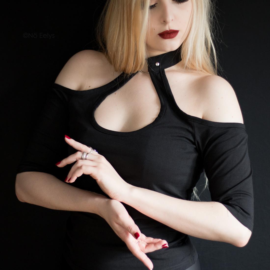 Killstar Seraphina Choker Top petit haut gothique metalhead avec anneau Avis Le Boudoir de No Eelys blog gothique
