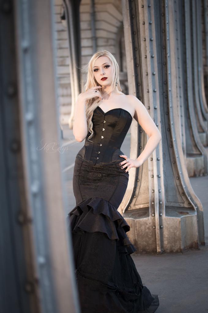 Le Boudoir de Nö Eelys, Jupe Sirène Punkrave Punk Rave corset Overbust avec serre-taille et ourlet arrondi Corset Story BURWTA1315JBK shooting gothique romantique blog gothique