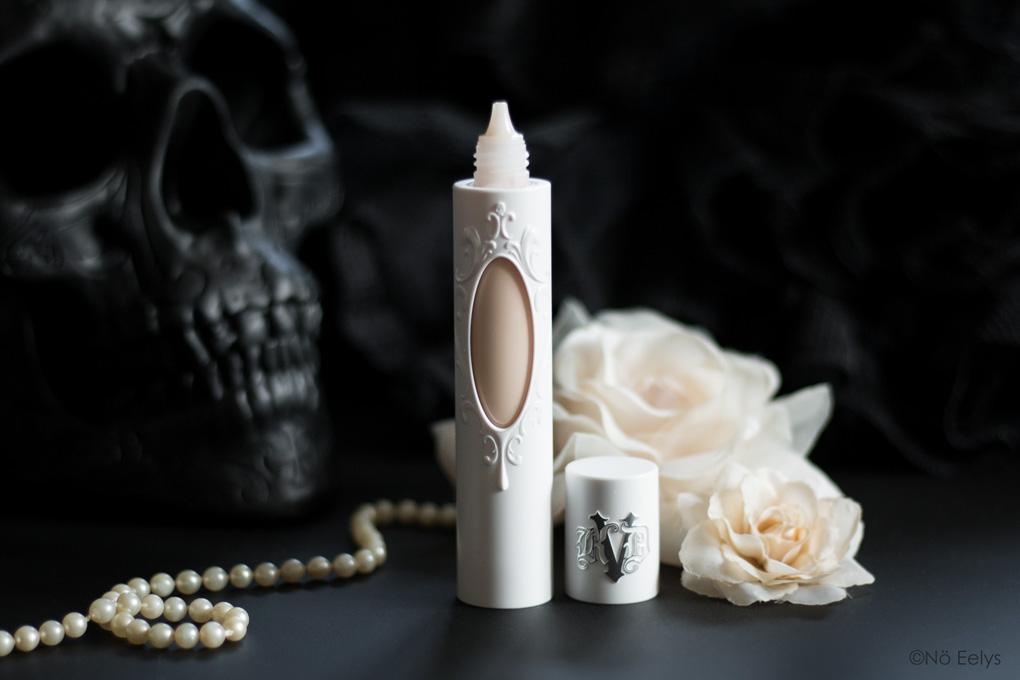 Zoom sur le packaging True Portrait, le nouveau fond de teint vegan et cruelty-free Kat Von D Beauty (revue et swatchs de la teinte 06)