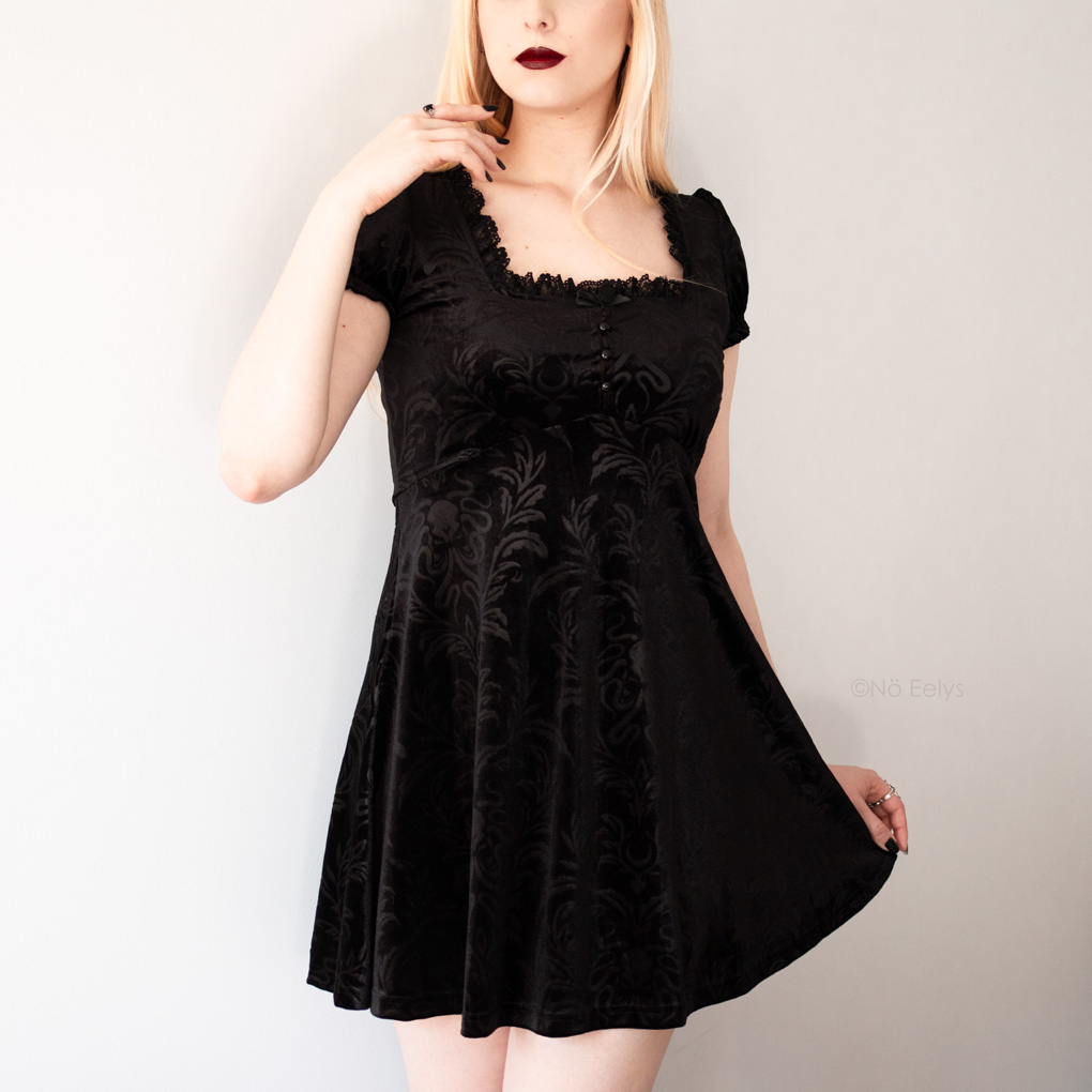 La petite robe en velours Killstar Kadabra Skater dress (photo, revue, avis)