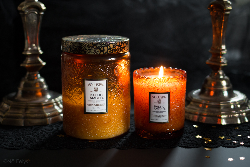 Large Jar candle vs Scalloped edge candle : la bougie Baltic Amber Voluspa (Ambre, Vanille, Santal), bougie parfumée vegan à la cire de coco