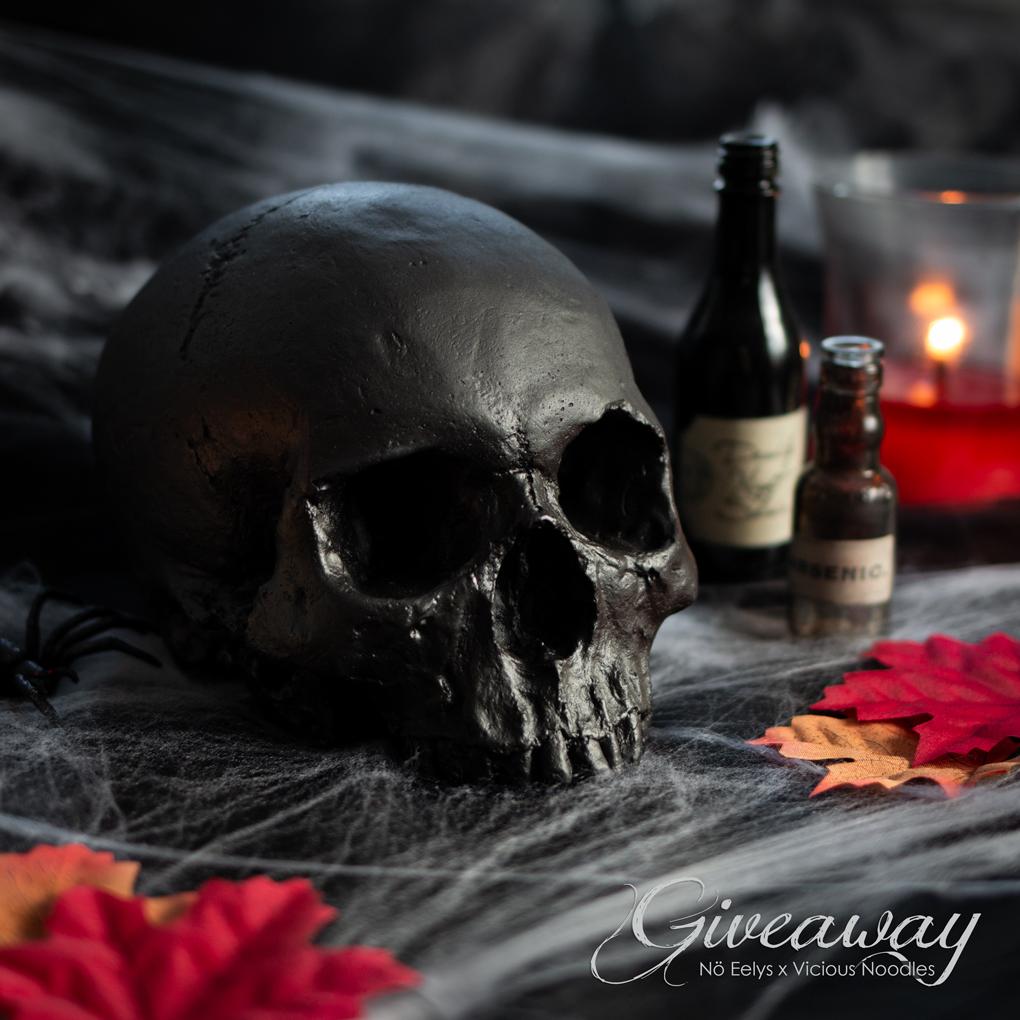 Noctis, mon crâne déco noir pour une décoration gothique/halloween fabriqué à la main par Vicious Noodles, avis