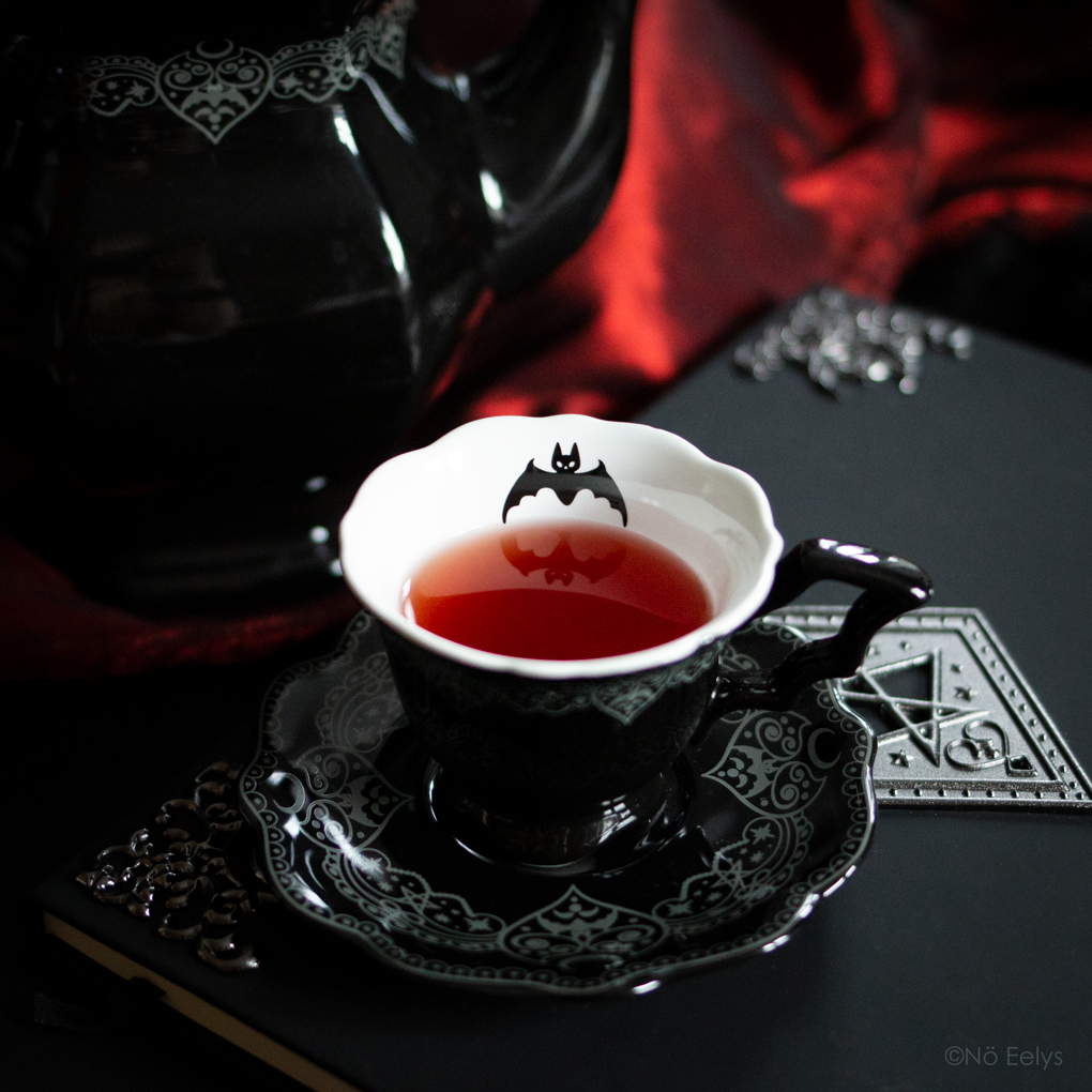 Killstar After Midnight Tea Cup and Saucer, tasse gothique romantique victorienne avec chauve-souris