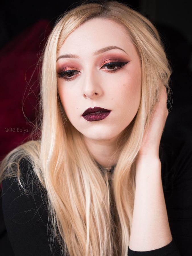 Idée de maquillage gothique romantique avec la Lolita Por Vida KVD Vegan Beauty et Armageddon Black Moon Cosmetics