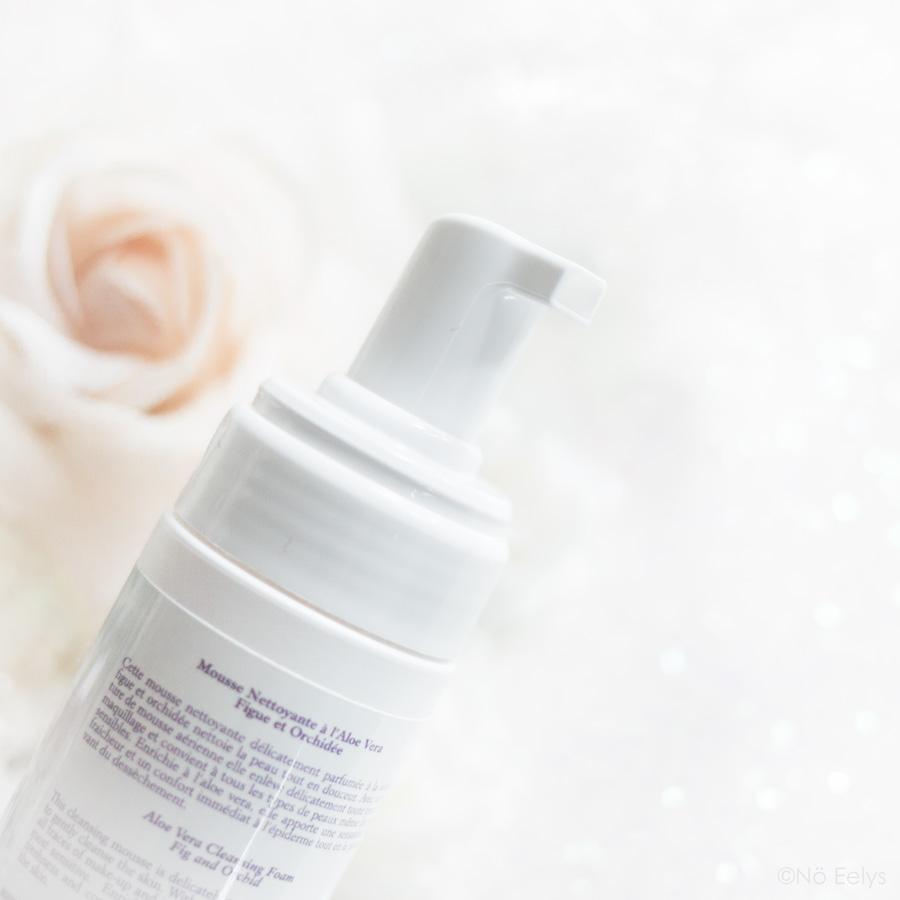 Zoom sur le packaging de Mousse Nettoyante à l'Aloé Vera parfum Figue Orchidée La Sultane de Saba