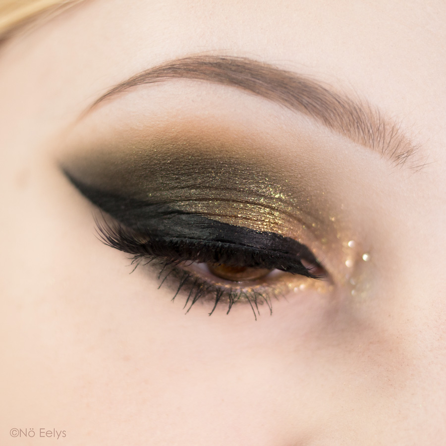 Idée de maquillage vert et or avec la palette Mini Gold Natasha Denona (tuto makeup) + liner