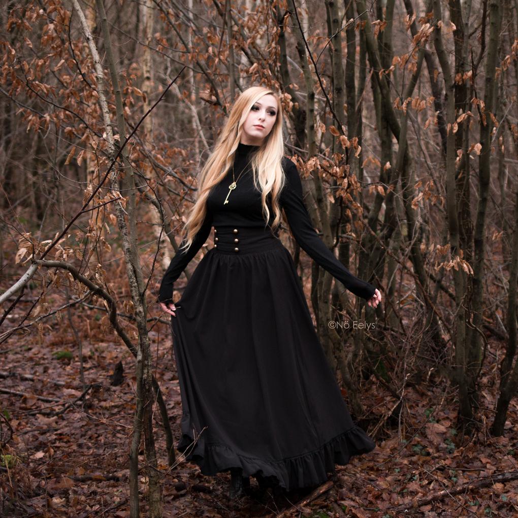 Jupe gothique victorienne dark cottagecore Scarlet Darkness Woman Pioneer Prairie Dress