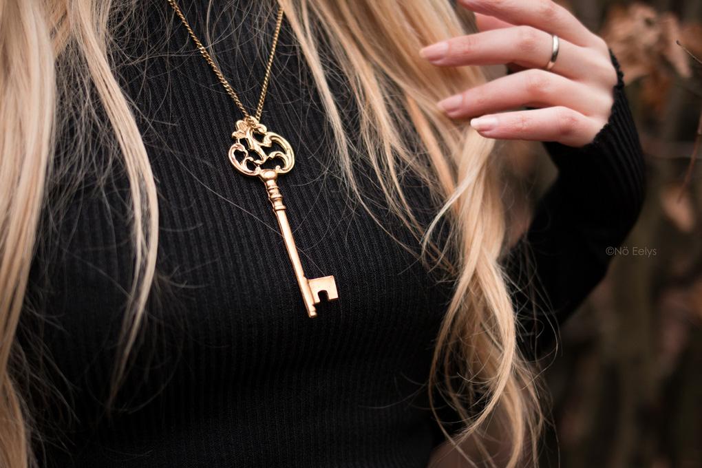Big Gold Key necklace Regalrose